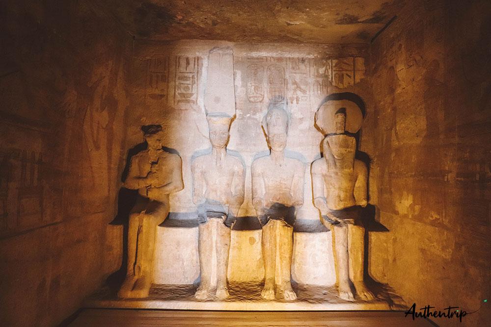 Statues à Abu Simbel
