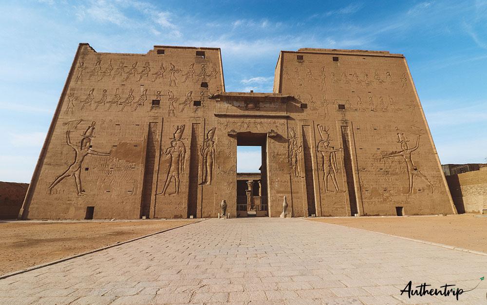 Façade du temple d'Edfu