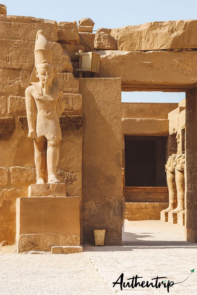 statue et temple ramses 3 karnak