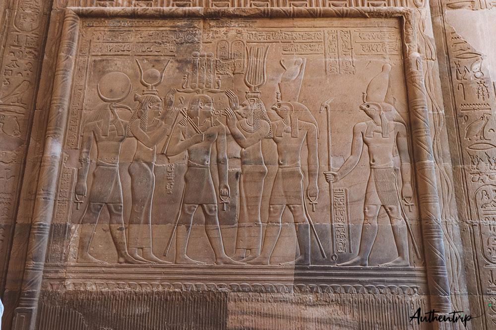 Fresque, dieux égyptiens et pharaon