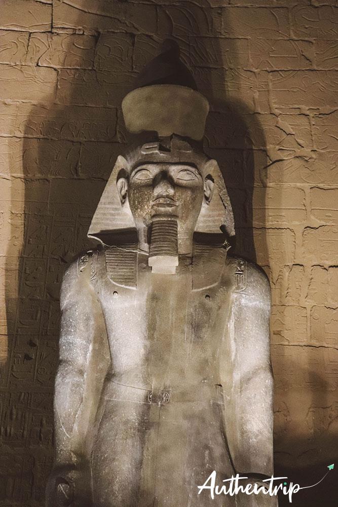 temple louxor statue ramses 2