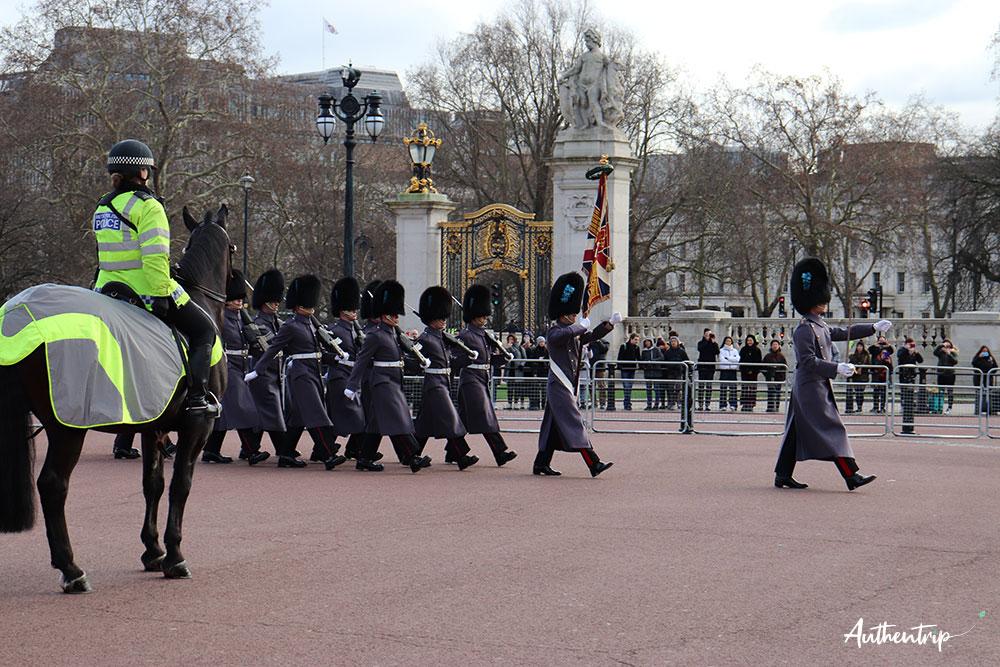 Relève de la garde, Buckingham Palace