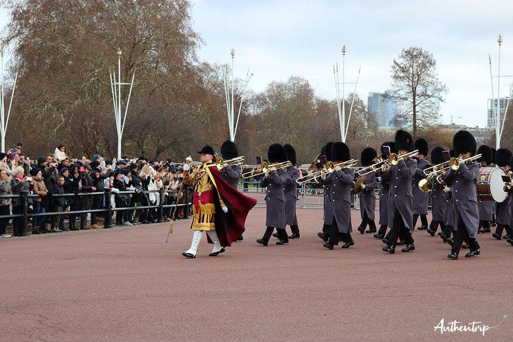 Relève de la garde, Buckingham Palace arrivée