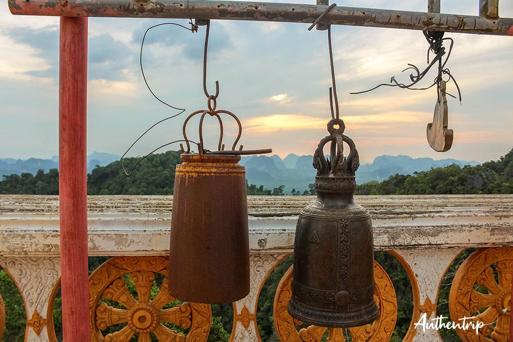 krabi tiger cave temple cloches