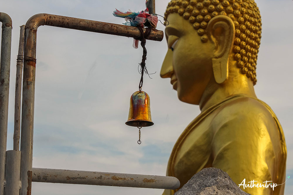 krabi tiger cave temple cloches bouddha