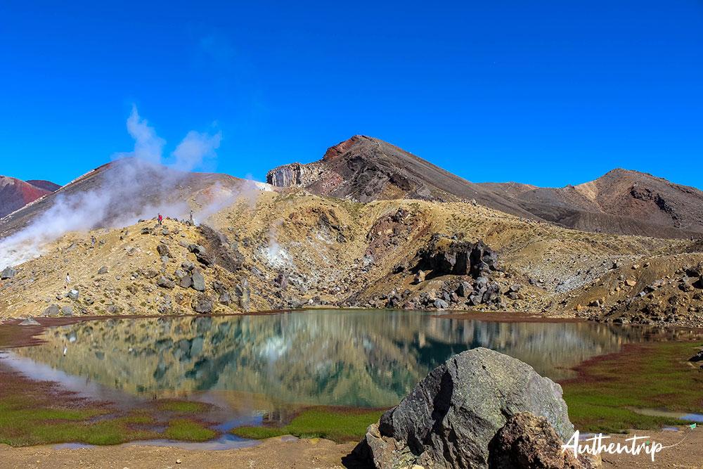 tongariro alpine crossing lacs émeraude miroir