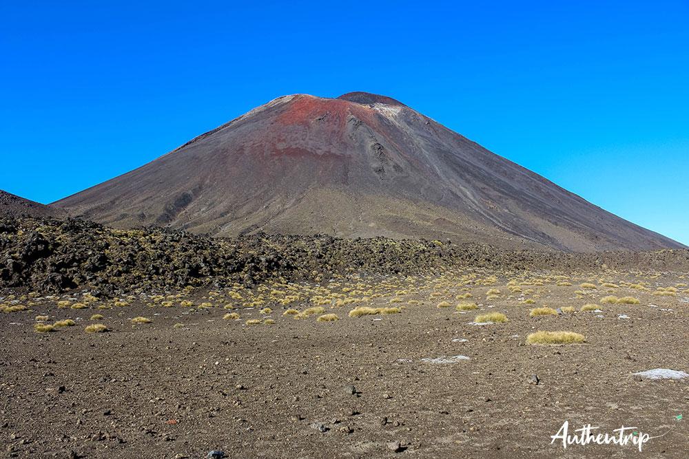 tongariro alpine crossing south crater