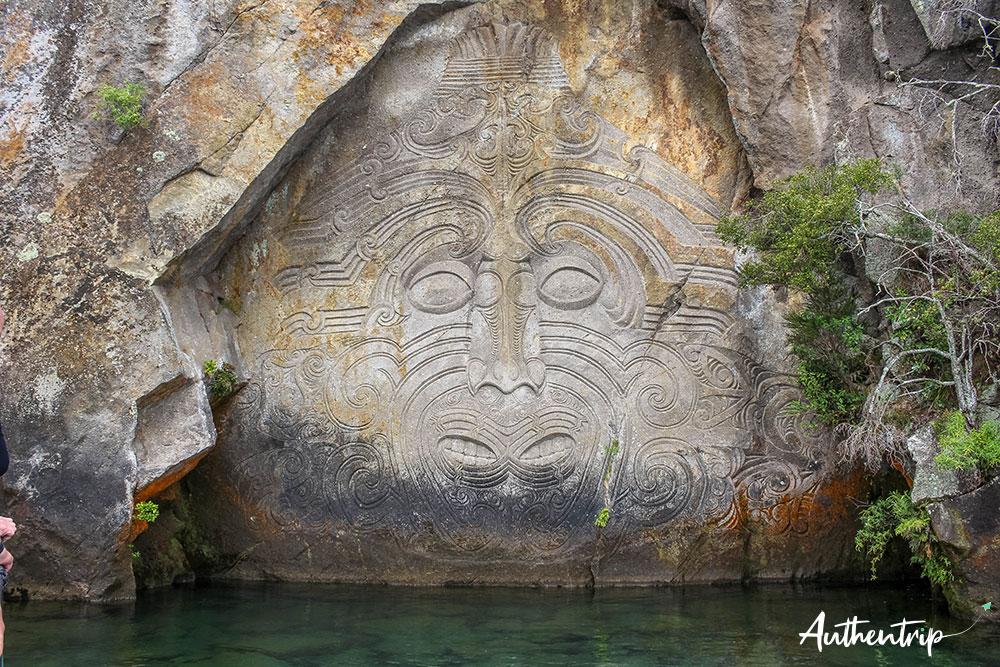 gravure maorie lac taupo