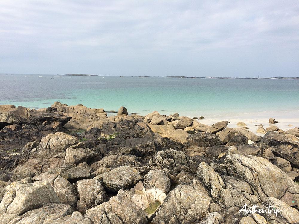 eau rochers plage Lampaul-Ploudalmézeau