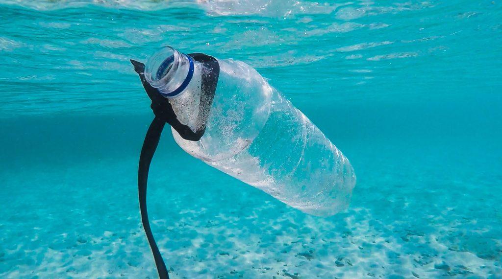 bouteille plastique océan