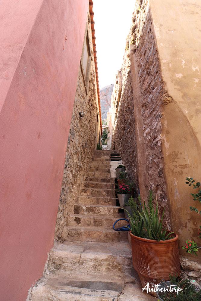 monemvasia escaliers fleurs