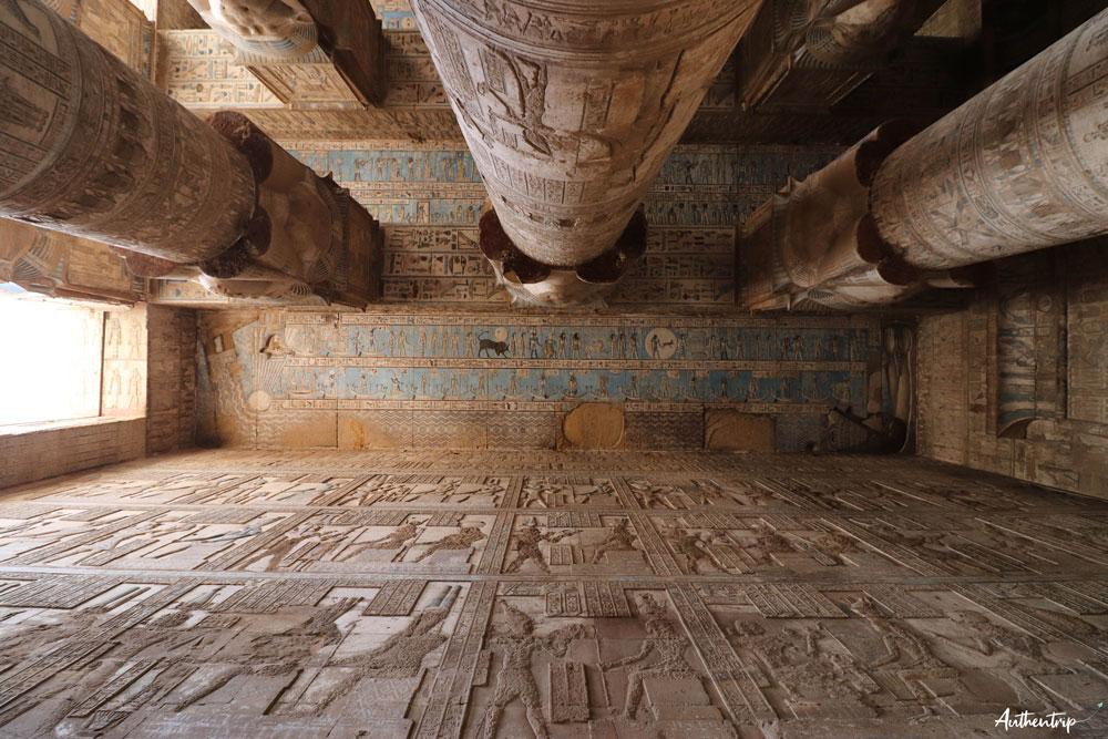 top 5 temples egyptiens plafond denderah