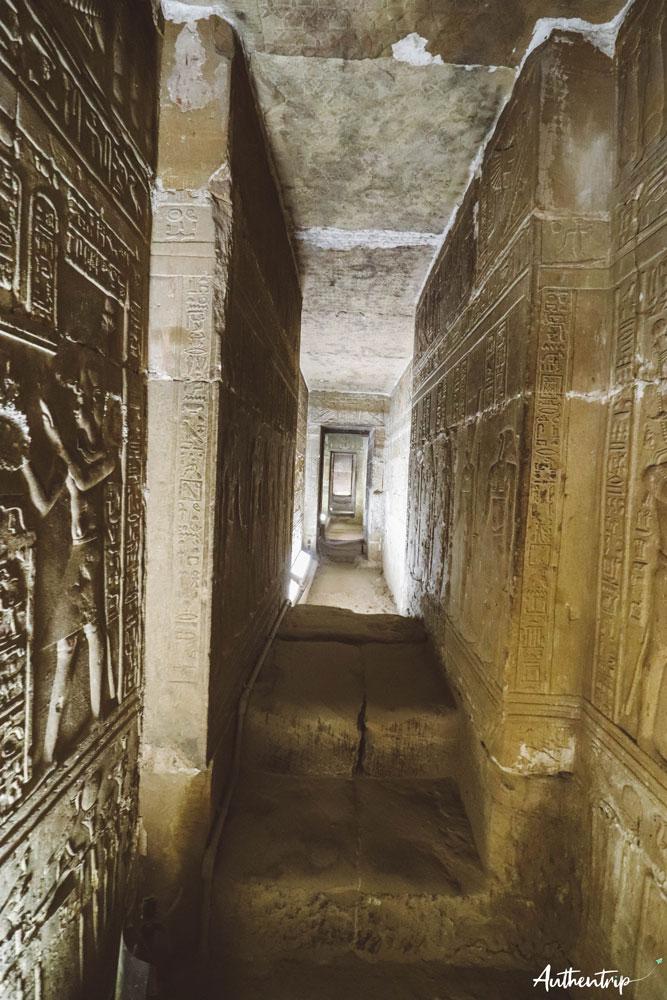 couloir crypte denderah