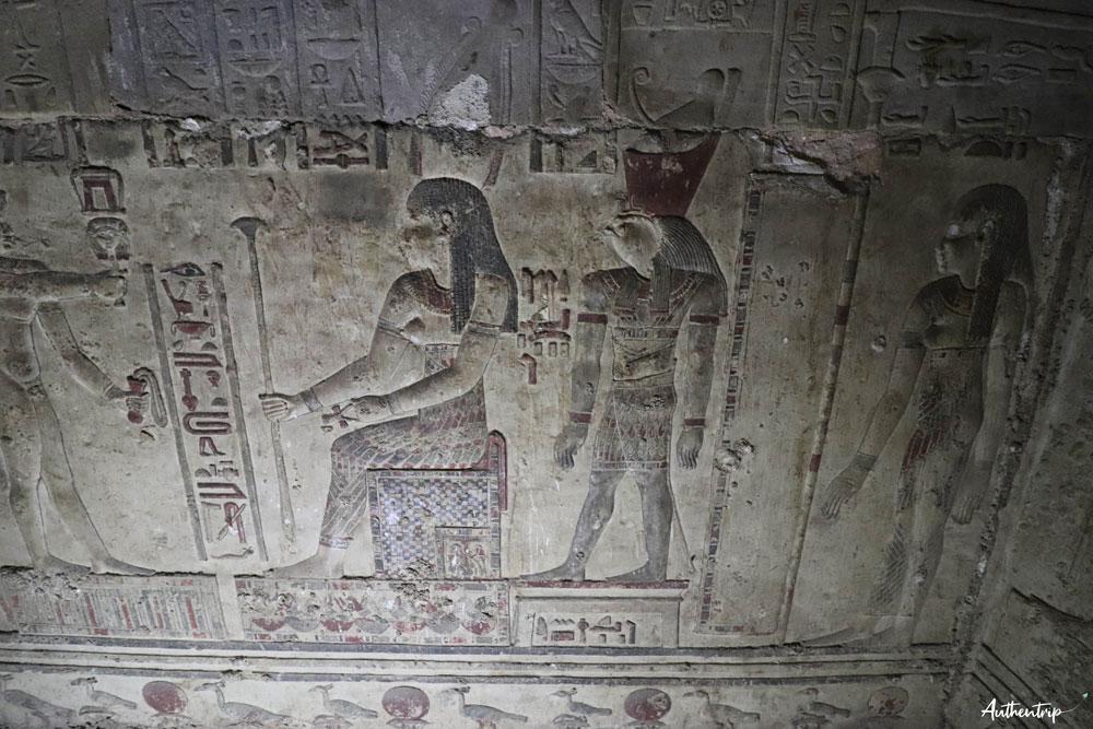 mur de la crypte denderah