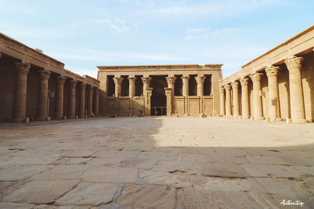cour temple horus