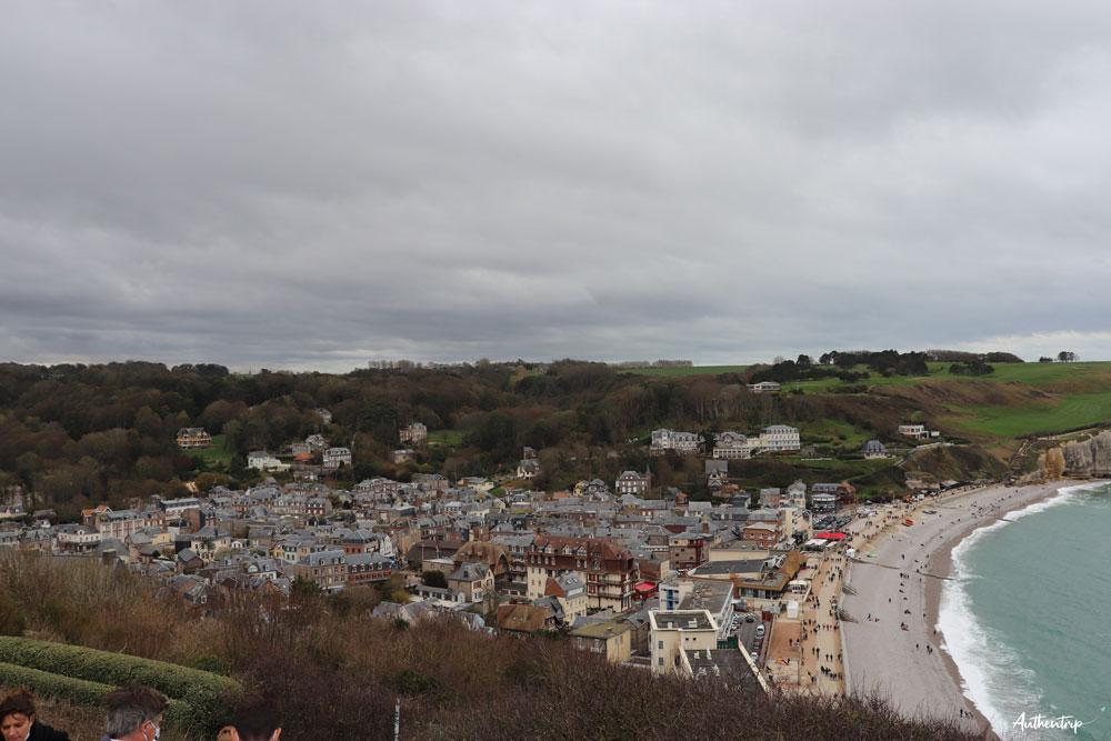 vue ville etretat